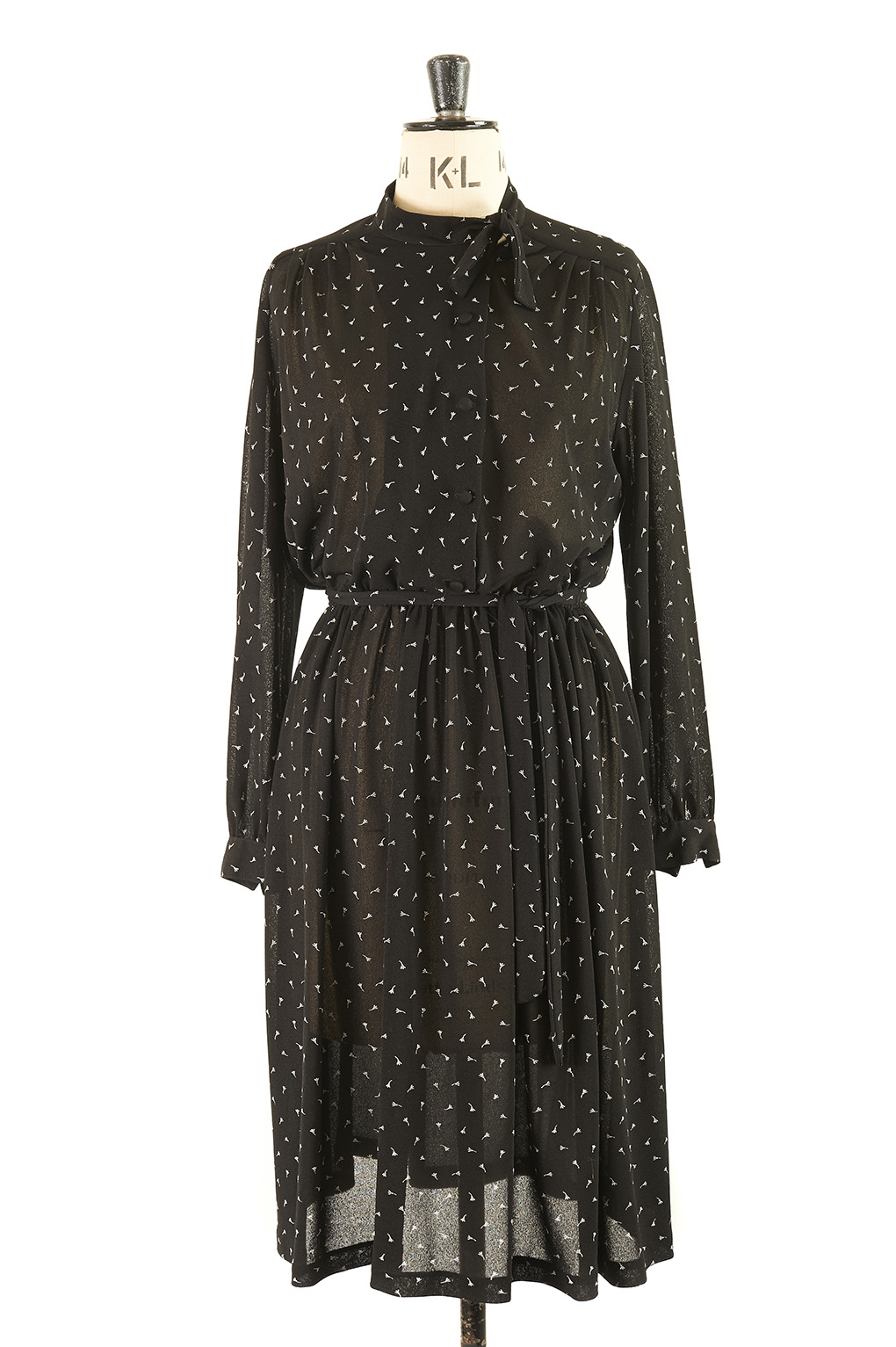 Ladylike and chic true vintage dress with pussy bow.